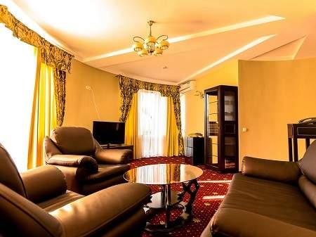 Отель Дворик Лева 2-комнатный Люкс-Студио