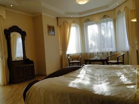 Отель Red Stone (Ред Стоун) Полулюкс с балконом