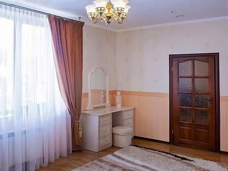 Готель Сенатор 3-кімнатний Люкс