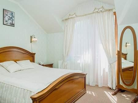Готель Золота Гора Півлюкс